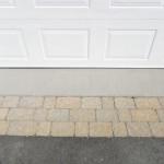 Peintures Micasa - Plancher de garage résidentiel (réparation de béton et peinture) - application d'un revêtement de chaussée texturé 100 % acrylique .  Voici un exemple de restauration d'un plancher de garage (réparation du béton)